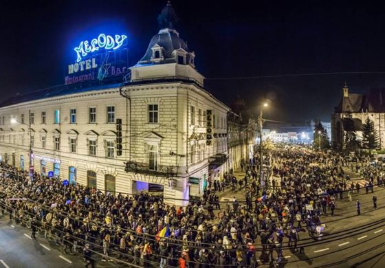 PROTEST! Clujul iese in STRADA impotriva legii care permite SRI-ului sa perchizitioneze calculatoarele fara mandat de la judecator
