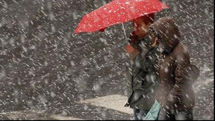 Informare meteo. Ploi, lapovita si ninsori in aproape toata tara