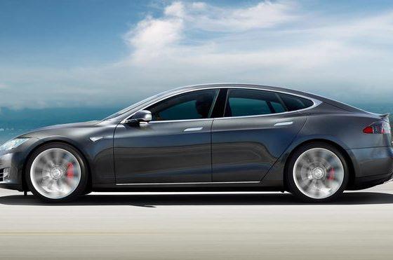 Tesla a prezentat cel mai rapid automobil de serie din lume: ajunge de la zero la 60 de mile/ora in 2,5 secunde