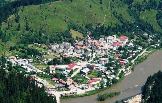 Orasul cu cea mai mare suprafata din Romania. E din judetul Suceava dar nu din Bucovina!