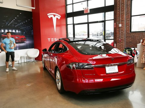Actiunile Tesla au atins un nou record, conferind companiei cea mai mare capitalizare in randul producatorilor americani, inaintea General Motors.