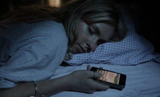 Folosesti telefonul pe post de alarma? Dupa ce vei citi, sigur nu o vei mai face!