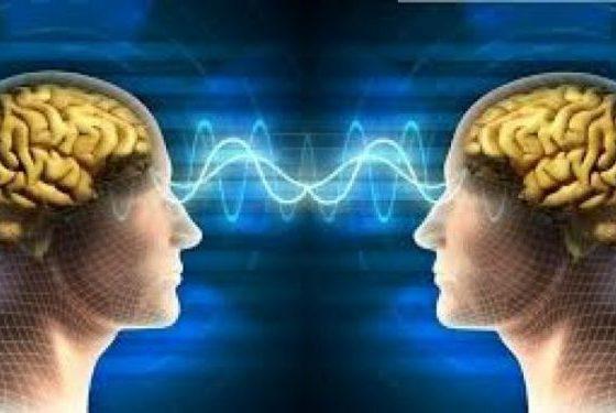 O noua interfata creier-computer ajuta oamenii paralizati sa tasteze pe computer prin telepatie