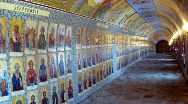 Tunelul care adaposteste 365 de sfinti, cate unul pentru fiecare zi! Se afla in Romania si merita vazut