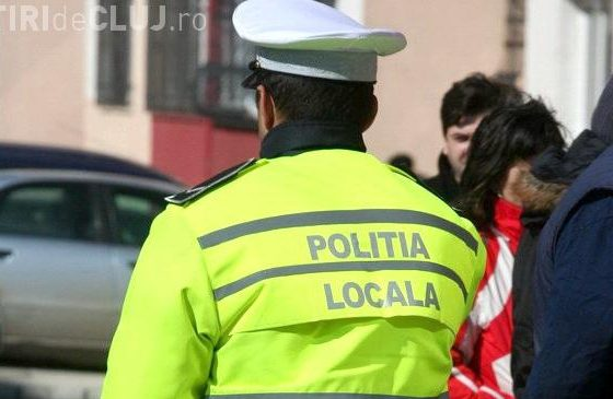 """Polițiștii locali din Cluj-Napoca nu mai pot lăsa """"invitații"""" în parbrizul șoferilor care parchează neregulamentar"""